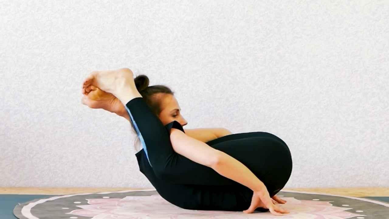 """Робота із мобільністю тазостегнових суглобів, та спазмованими м'язами цієї області. Підведення до положень """"дві ноги за голову"""""""