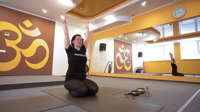 Йога-комплекс для женщин через 1 месяц после родов