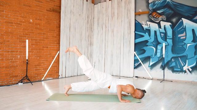 Суставная гимнастика с акцентом на плечевой пояс, в сочетании с Prithvi Namaskar